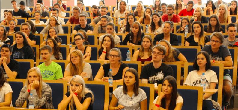 studenti v učebně